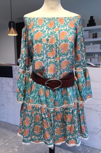 Miss June Off-shoulder kleedje Sunflower met kleurrijke bloemenprint Senses.style
